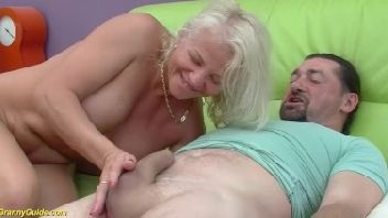 Filho fodendo sua mãe coroa de 73 anos