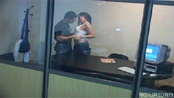 Chefe safado flagrado metendo na sua secretaria novinha