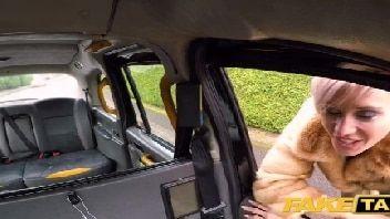 Coroa oferecida metendo com o taxista