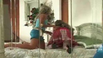 Lésbica tesuda safada e sua amiga no motel gozando com prazer