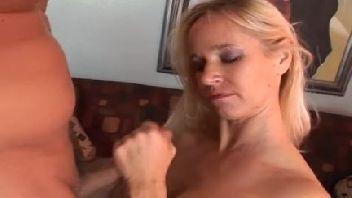 Sexo oral de uma maravilhosa coroa tarada