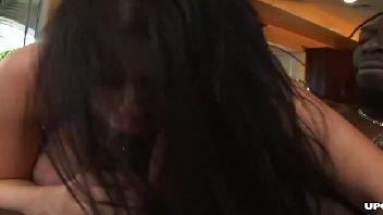Vídeo grátis de muito sexo com mina safada encarando o roludo