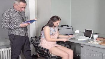 Chefe safado meteu na sua secretaria