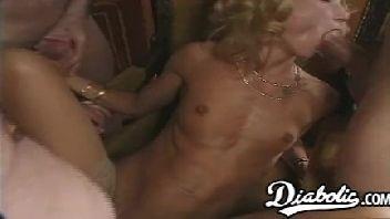 Melhor porno suruba safada magrela dando para os marmanjos