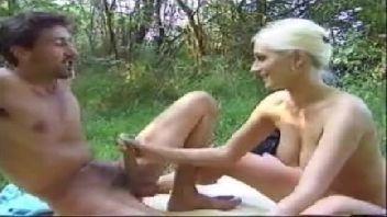 Menina safadinha batendo uma muito gostosa para o safado