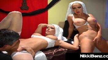 Padre comedor metendo nas freiras gostosas