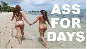 Filme pornô lésbicas safadas se pegando cheias de tesão na praia