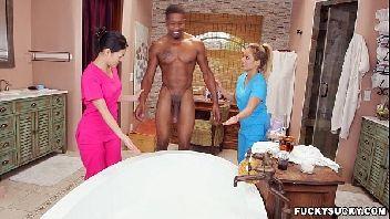 Omegle porn vadias safadas dando banho no negão bem dotado