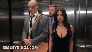 Assistir porno gratis gostosa dando no elevador