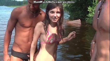 Videos de sexo flagras novinha fez suruba na beira do rio