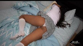 Aluna gostosa dormiu na casa do professor tarado e foi fodida