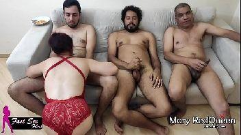 Maridocorno dividiu a esposa com três machos amadores