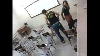 Ninfeta dando o cu dentro da sala de aula depois do curso