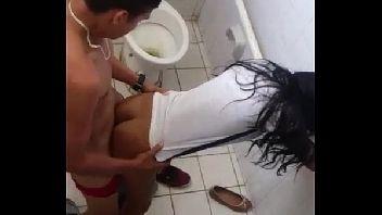 Sexo no colegio com a mais putinha da sala caiu na net