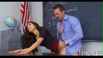 Novinha tirando a calcinha e fazendo sexo com o professor tarado