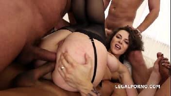 Sexo anal selvagem gostosona do cabelo cacheado sendo arrombada no porno