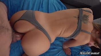 Putinha gostosa masturbando e fazendo sexo anal